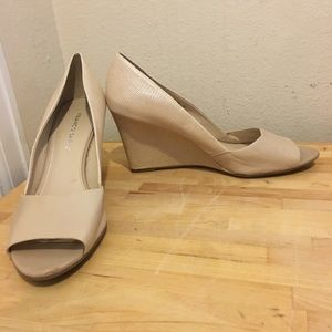 Franco Sarto Jamila 9.5 peep toe wedge heel